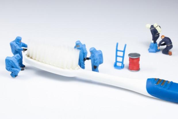 Szczoteczka do zębów pełna zagrożeń