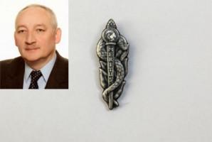 Jerzy Gryko z odznaczeniem Meritus Pro Medicis