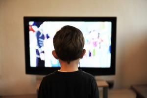 Oglądanie telewizji to prosta droga do próchnicy dziecka