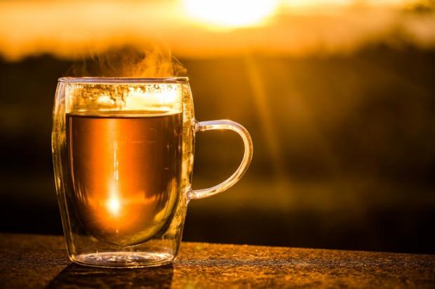 Opieka stomatologiczna nad uczniami: co wyniknie z mieszania herbaty?