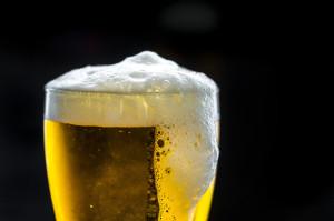 Alkohol, tytoń i kofeina zwiększają poziom cytokinin w ślinie
