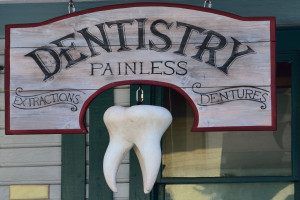 Proteza zębowa sprzed 200 lat ze złota i kości hipopotama na aukcji