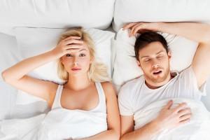 Chrapanie może być powiązane ze schorzeniami jamy ustnej