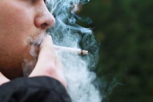 Palenie papierosów traci popularność... i to wśród mężczyzn