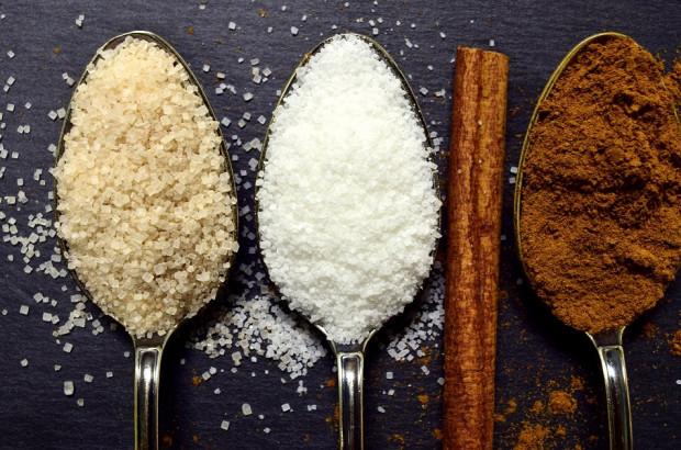 Cukier oznacza próchnicę, ale także zwiększa ryzyko paradontozy
