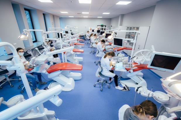 Wycieczki do Centrów Symulacji Medycznej dla przyszłych dentystów
