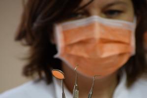 Higienistki nielegalnie wykonywały usługi stomatologiczne