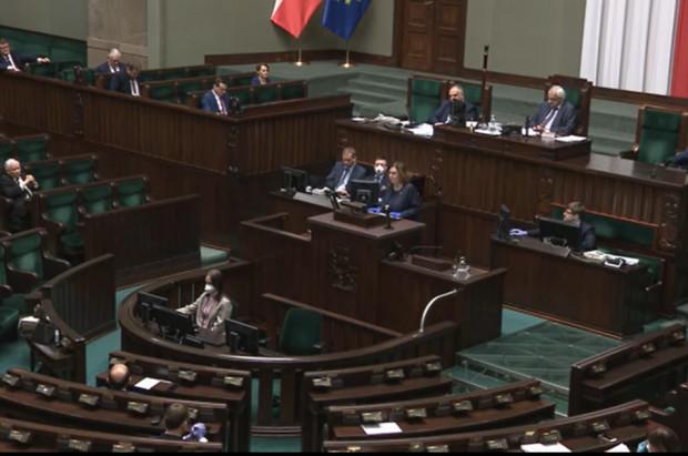 Koronawirus: Sejm uchwalił ustawę wspierającą firmy