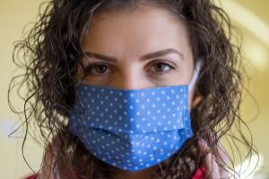 Ok. 20 proc. zakażonej populacji to przypadki objawowe, 80 proc. transmituje wirusa bezwiednie