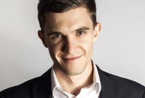 Poseł Mateusz Bochenek wyciąga pomocną dłoń do dentystów