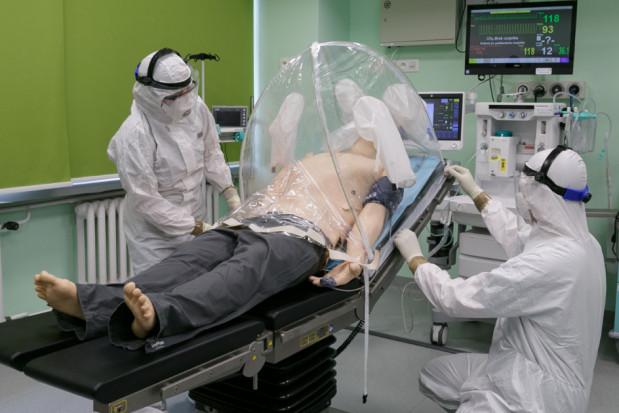 Koronawirus: namiot chroniący personel medyczny opracowany na WUM