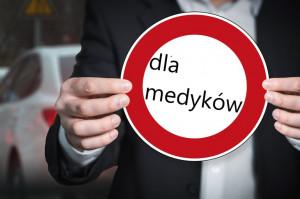 Praca za granicą: kwarantanna tylko dla wykonujących zawody medyczne