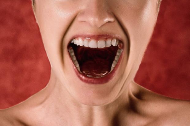 Hejt pacjentów zalewa dentystów, bo ci bogacą się … na koronawirusie