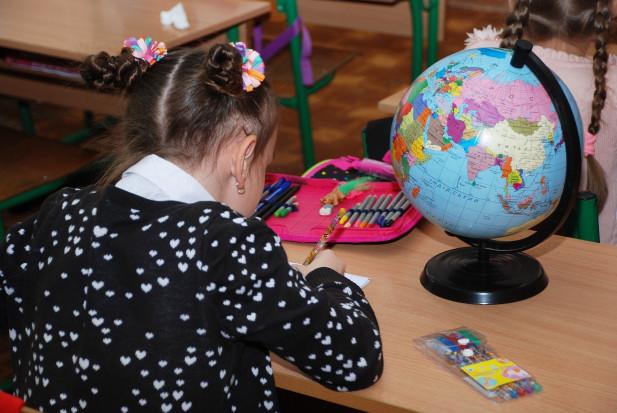Naukowcy: nie jesteśmy pewni czy dzieci nie przenoszą koronawirusa