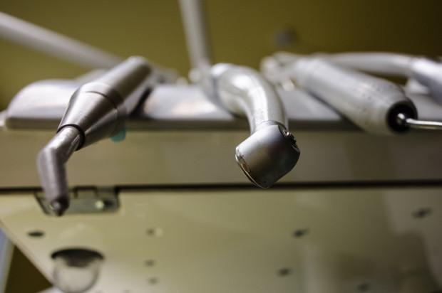 Koronawirus: Pytania do lekarzy dentystów w czasie pandemii