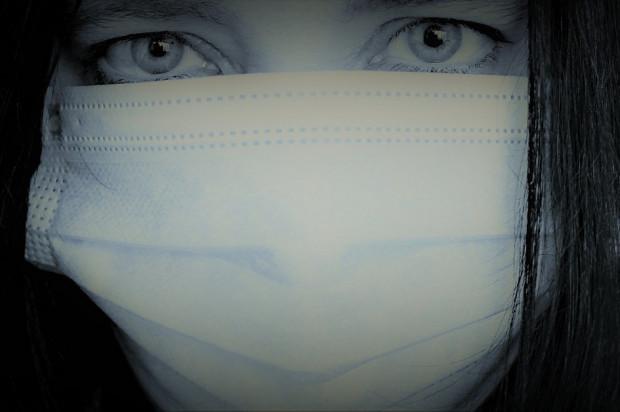 Koronawirus: z respiratorów korzysta 77 osób
