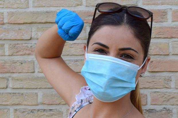 Koronawirus: prof. Simon pięć razy więcej zakażonych