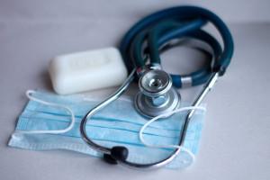 MZ: liczba nowych zakażeń koronawirusem spada