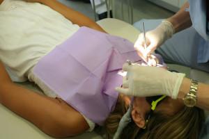 Ciąża dentystki to za mało, aby zmienić umowę z cywilnoprawnej na umowę o pracę