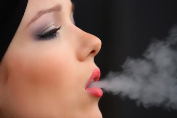 Palenie zwiększa ryzyko infekcji SARS-CoV-2