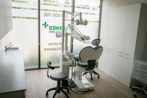 Lux Med promuje pakiety: implantologiczny i protetyczny