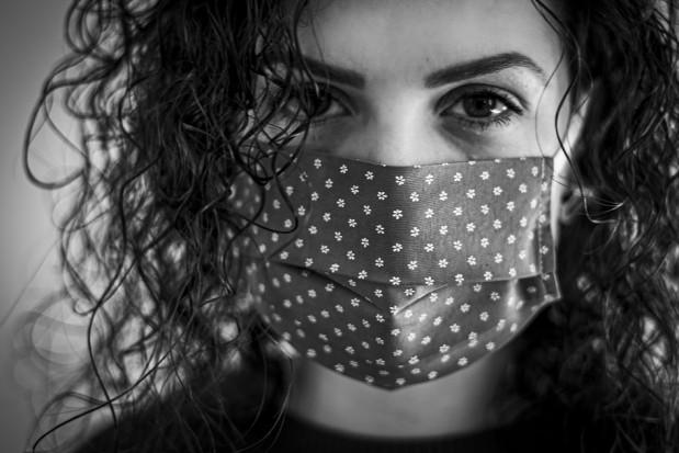 Koronawirus: utrzymuje się wysoki poziom zakażeń
