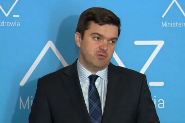 Rzecznik MZ: w trybie pilnym chcemy doprecyzować przepisy o zasłanianiu nosa i ust