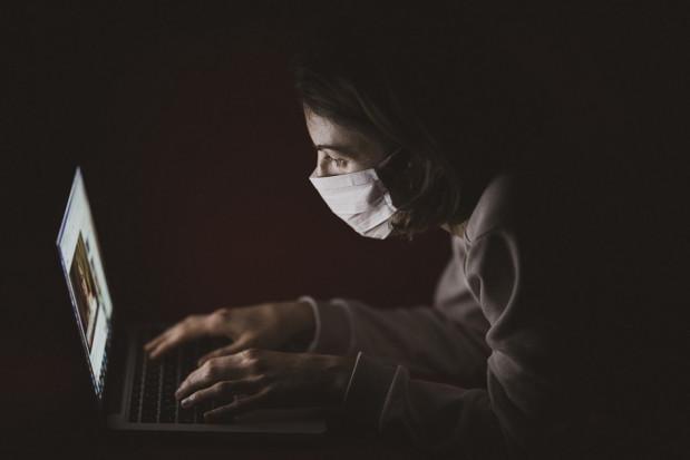 Eksperci PAN: kwestionowanie pandemii koronawirusa jest nieetyczne