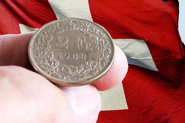 Szwajcar oburzony 3 frankami opłaty covidowej u dentysty