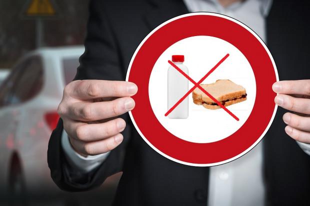 PTSS przeciwne zakazowi picia i jedzenia podczas LDEK