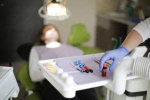 NHS chce zainteresować współpracą większą liczbę dentystów