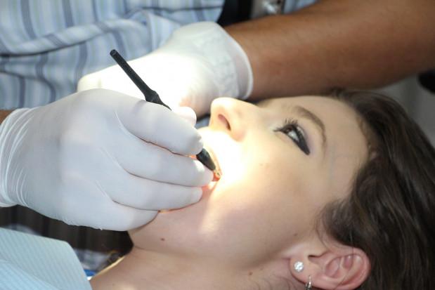 Co drugi pacjent boi się zakażenia koronawirusem u dentysty