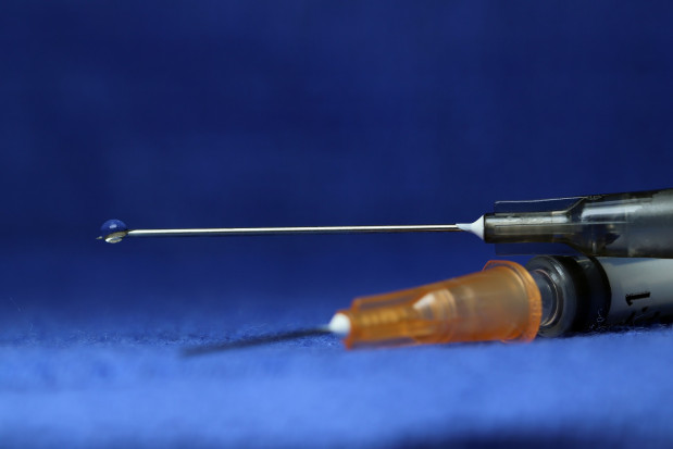 Szczepionka chroniąca przed COVID-19 jeszcze w tym roku na polskim rynku