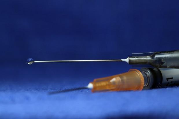 Wstrzymane testy szczepionki na Covid-19