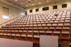 Ograniczenia w zgromadzeniach a egzaminy dla medyków