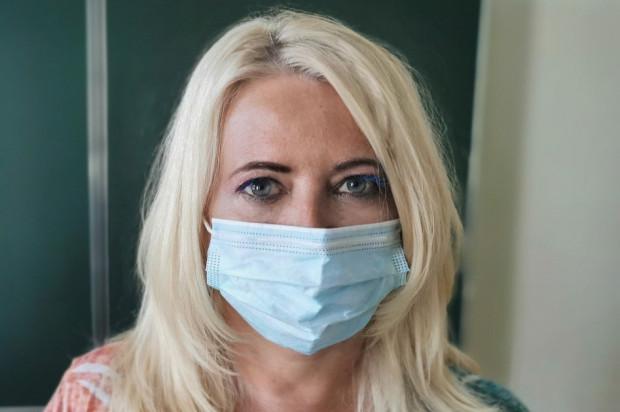 Maseczki na twarz potęgują problemy z nieświeżym oddechem