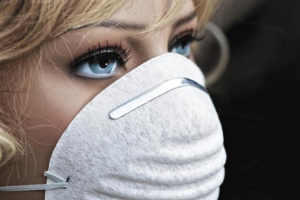 Dentysta wydawał zaświadczenia o przeciwskazaniach do noszenia maseczek
