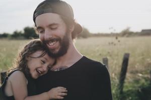 PTS: Ojciec zadba o zdrowie jamy ustnej dziecka