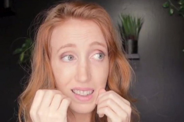Moda na nitkowanie zębów własnymi włosami