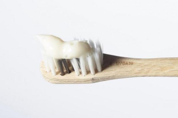 Dentystki w odpowiedzi na domowe sposoby wybielania zębów