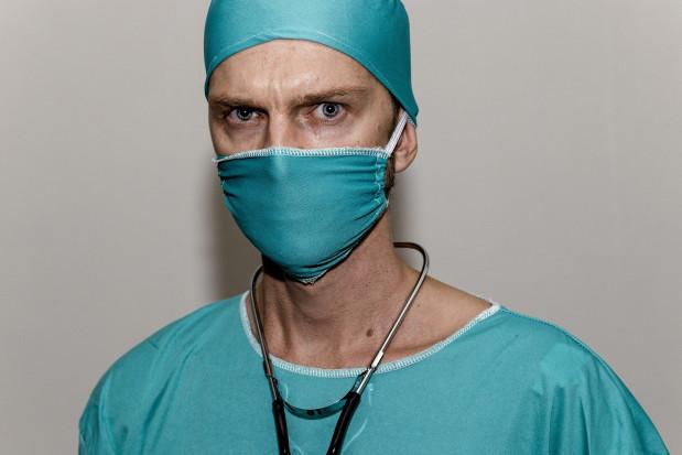 Tworzone są listy lekarzy i lekarzy dentystów, którzy nie mogą walczyć z pandemią