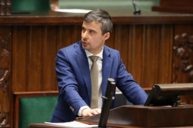 Radosław Lubczyk - poseł dentysta - krytykuje teleporady