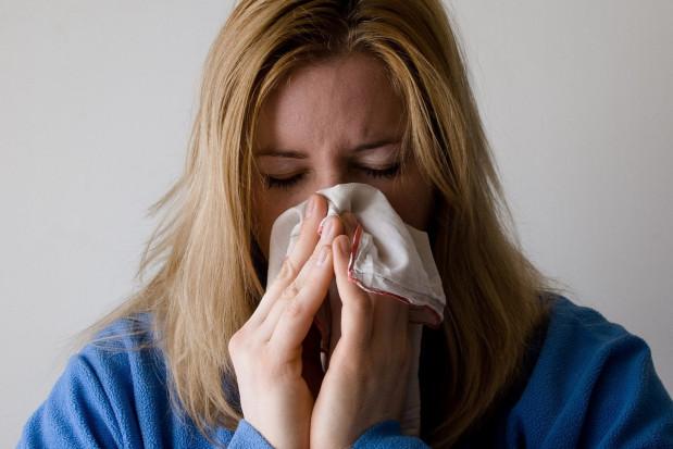Wirus SARS-CoV-2  stabilniejszy niż wirus grypy