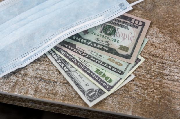 Stomatolog średnio zarabia 250 zł na godzinę, ale ... w USA
