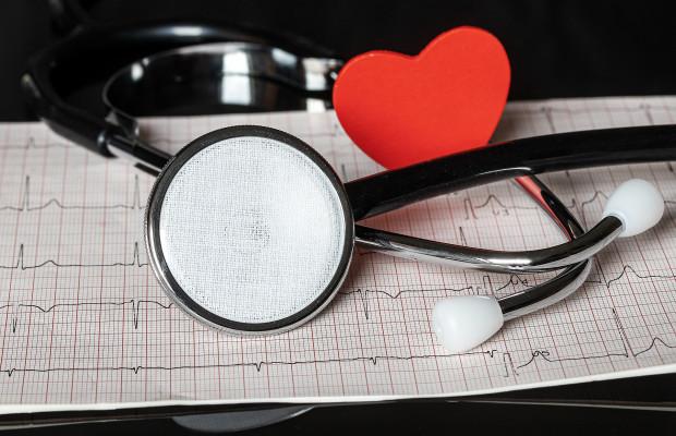 Problemy z sercem jako skutek energicznego nitkowania zębów