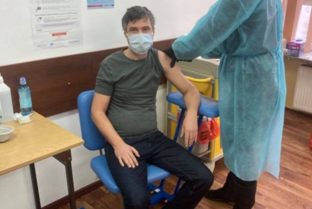 Poseł dentysta zaszczepiony przeciwko COVID-19