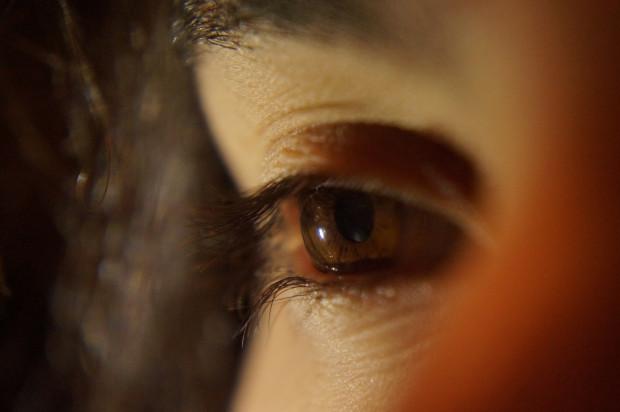 COVID-19 powoduje zmiany w gałce ocznej