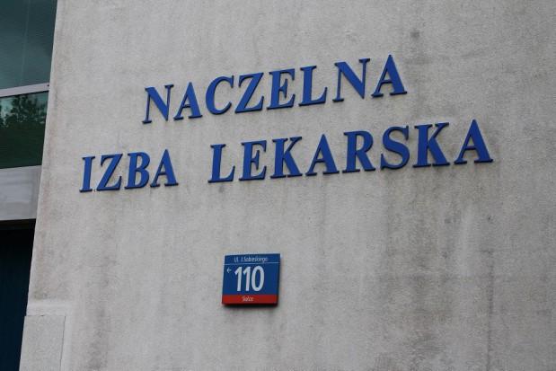 Antyszczepionkowcy wtargnęli do siedziby NIL