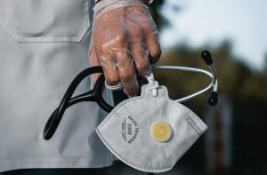 COVID-19: osoby z deficytami odporności powinny być zaszczepione w pierwszej kolejności