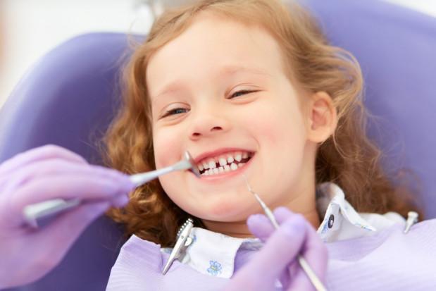 Poszukiwane aktualne opracowania, opisujące stan zdrowia jamy ustnej dzieci